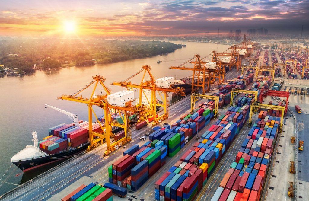 قیمت واردات بی رویه، بیکاری و عقیم شدن تولیدات داخلی است.