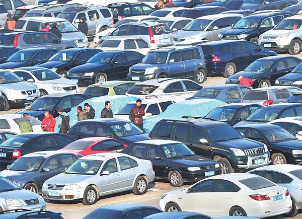 درجه نقدینگی بازار خودرو بهتر از بازار مسکن است. برخی خودروها بهسرعت طی یکروز به فروش میرسند