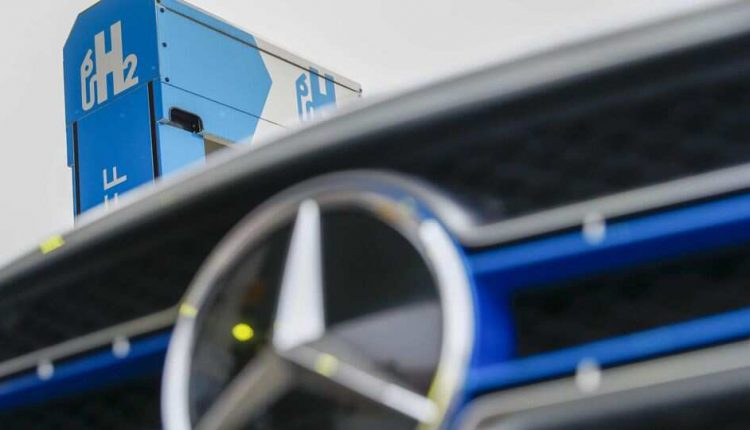 stopping hydrogen car development Mercedes-Benz